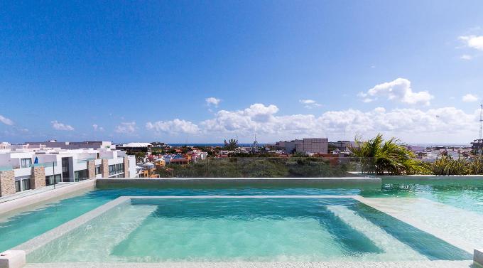 Pool with ocean view Playa del Carmen