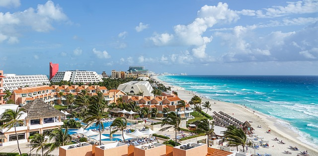 A panoramic view of the Cancun coastline, representing retiring in Cancun 101.