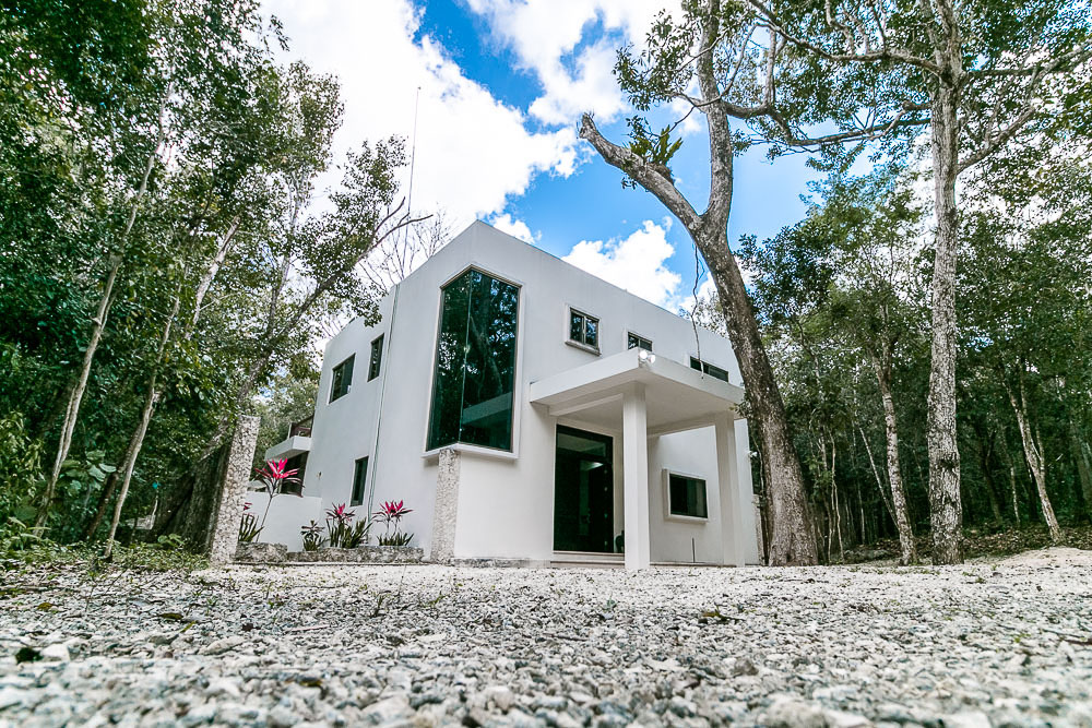 Solar-power home in Tulum